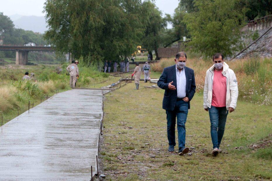 Bicisenda - El intendente Raúl Jorge, junto al secretario de Obras Públicas, Aldo Montiel.